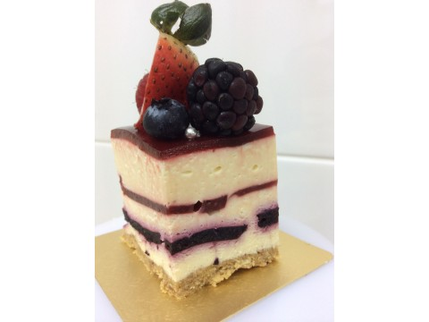 Layered Berry Cake (per lb)